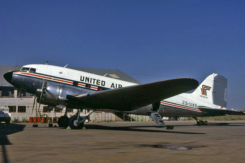 6154 ZS-UAS United Air June 1981 Clinton Groves
