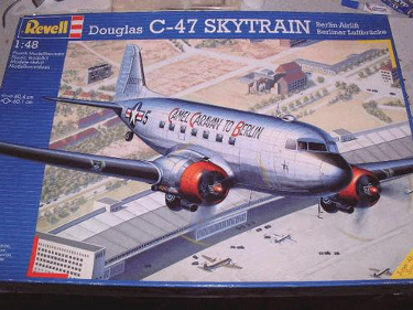 Revell 04697 Douglas C-47 Berlin Airlift Camel Caravan to Berlin 48 scale