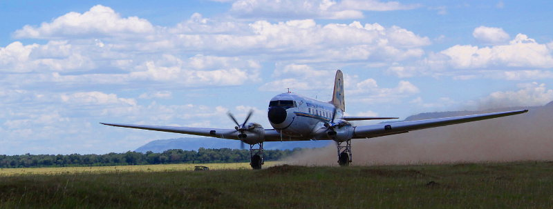 25610 5Y-WOW DC-3 landing at Maracrop2-800